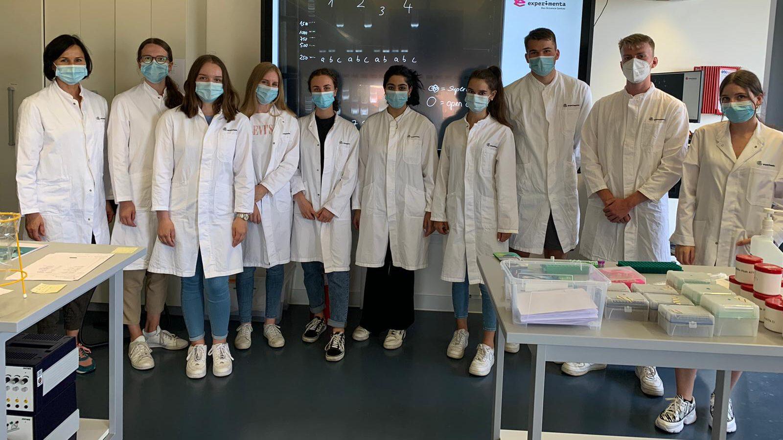 """Biologie-Lk beim Laborkurs """"DNA-Techniken"""""""